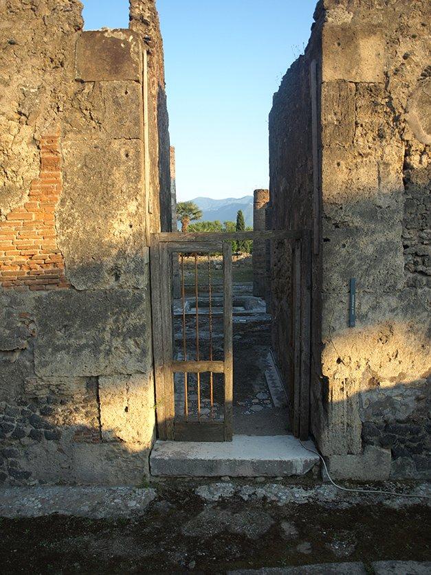 Puerta de entrada a la casa VII.6.38